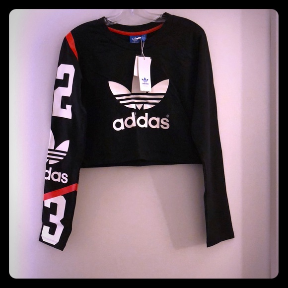 Adidas tops NWT crop top con manga patrón poshmark